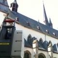 Laserscanner mit St. Nikolauskirche im Hintergrund