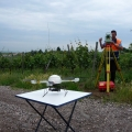 Quadrokopter und anvisierendes Tachymeter
